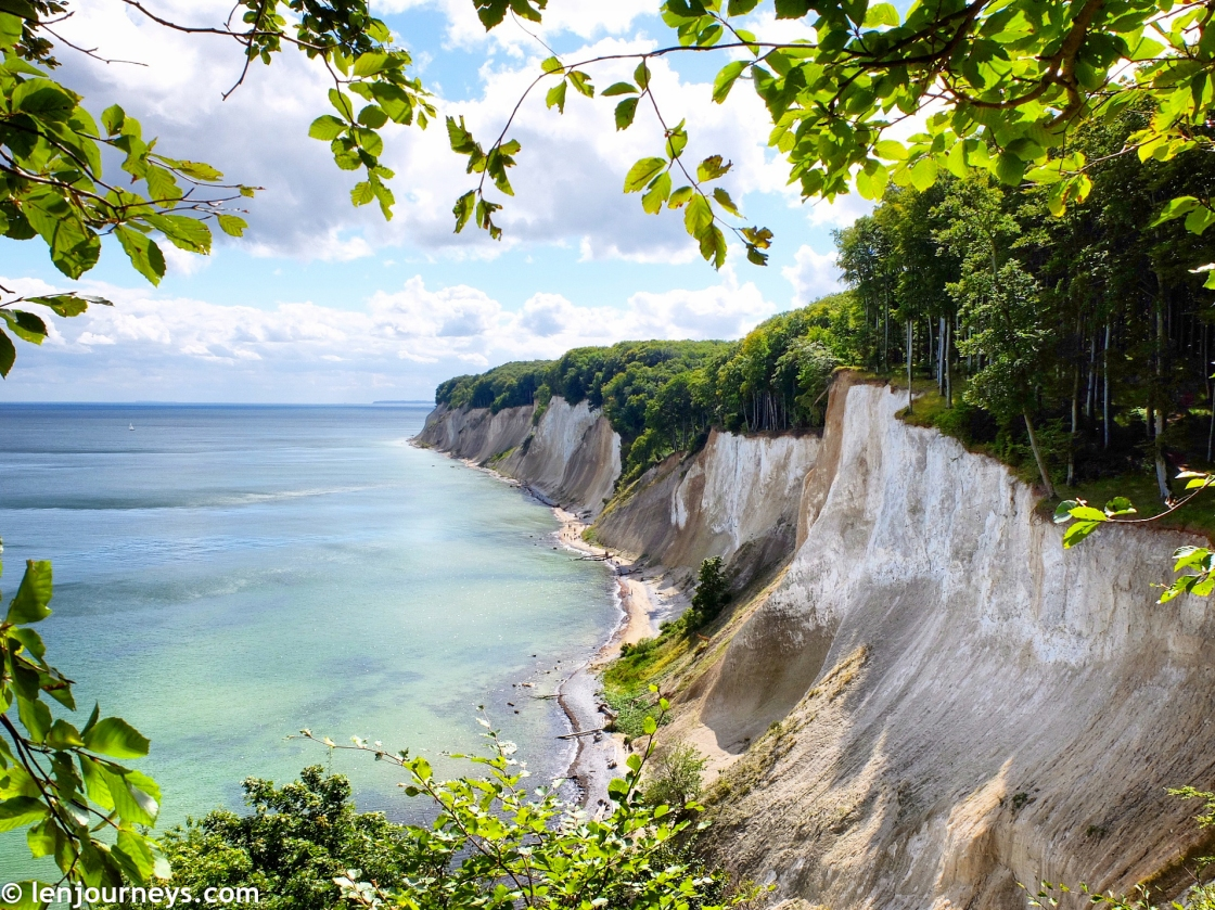 The white chalk cliffs