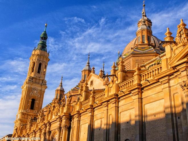 Basílica de Nuestra Señora del Pilar at sunset