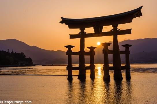 The sun descending through the Great Torii