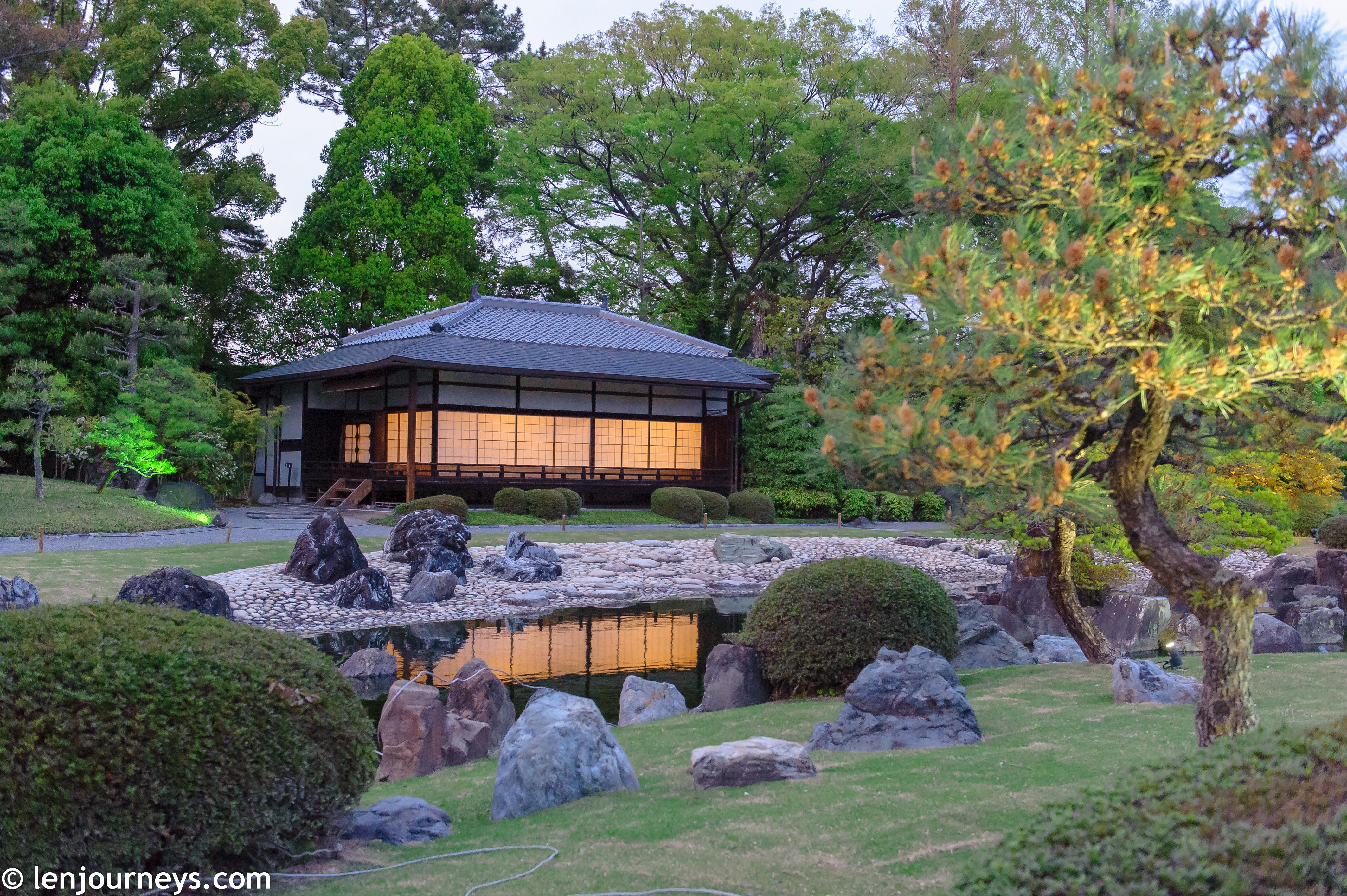 The garden of Nijō Castle at night
