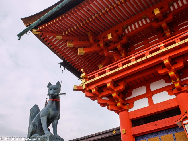 The fox at Rōmon
