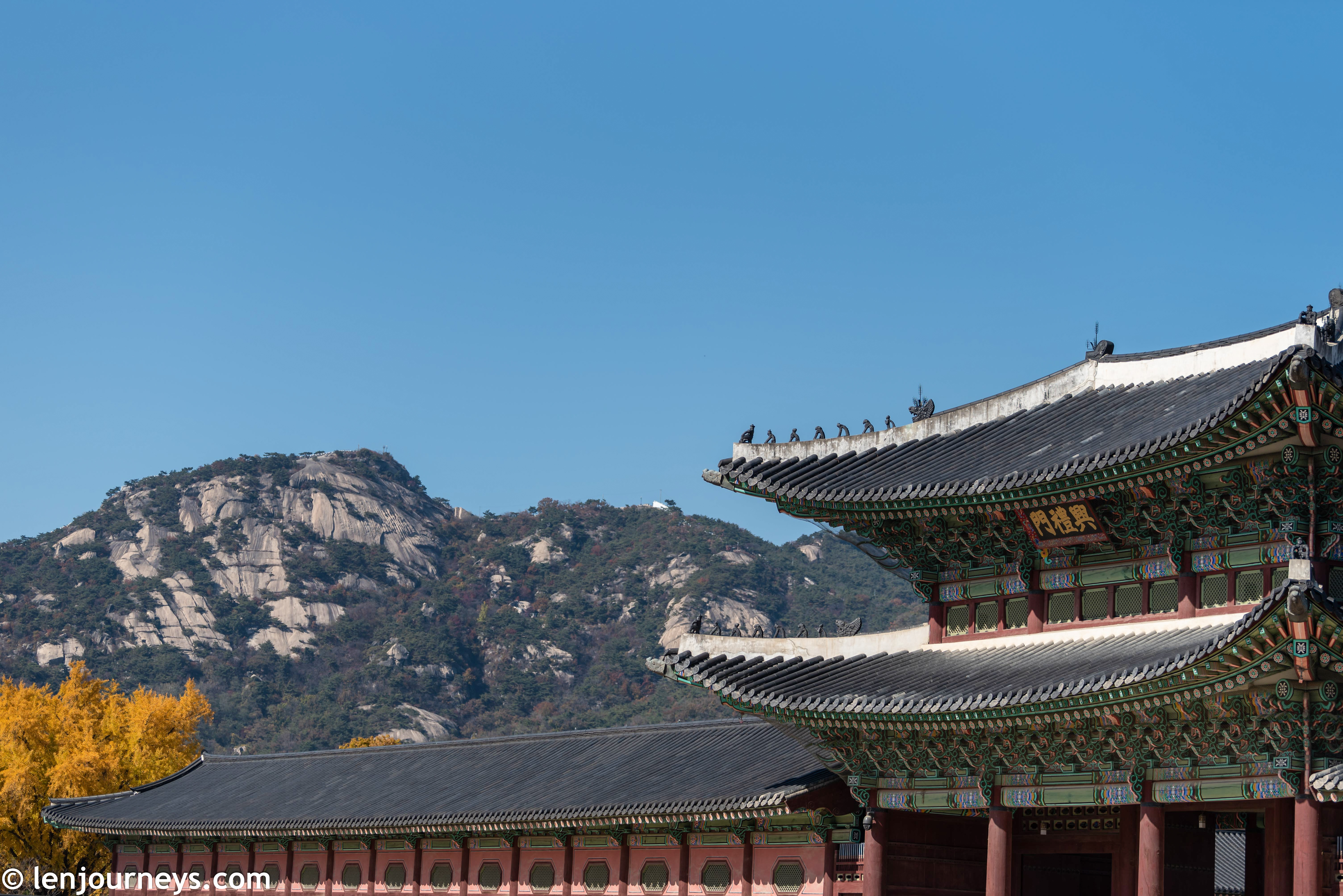 Gyongbokgung with Mount Bugaksan as backdrop